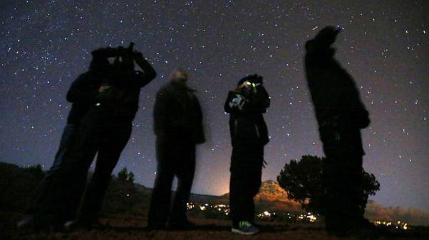 افراد در جستجوی موجودات فضایی در صحرای آریزونا