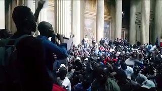 Παρίσι: Μετανάστες εισέβαλαν στο «Πάνθεον»