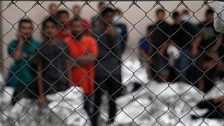 Пенс предложил гордиться центрами содержания мигрантов
