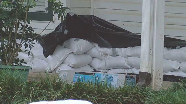 "Sturm ""Barry"" ist zu Hurrican hochgestuft worden"