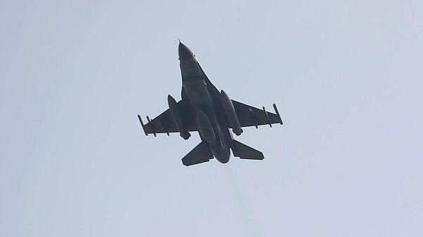 Türk Hava Kuvvetleri'ne ait F-16 savaş uçağı