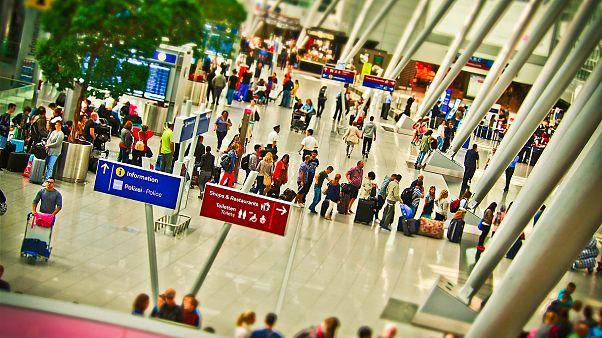 لا حاجة لفتح الحقائب في المطارات بعد الآن..بريطانيا تطلق نظام مراقبة الأمتعة ثلاثي الأبعاد