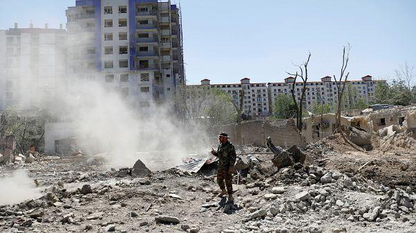Afgan askeri, saldırı sonrası olay bölgesinde (Kabil)