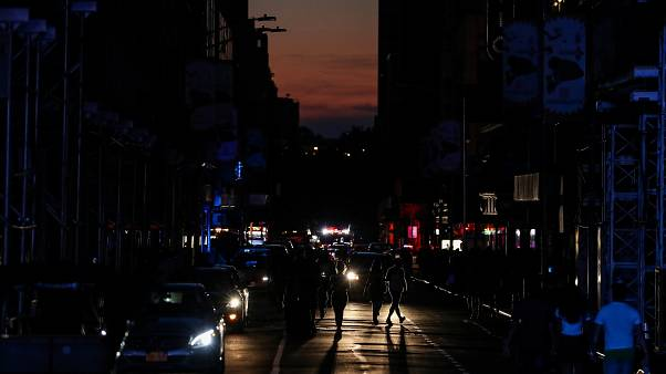 Huge New York power cut leaves Broadway, Times Square in dark