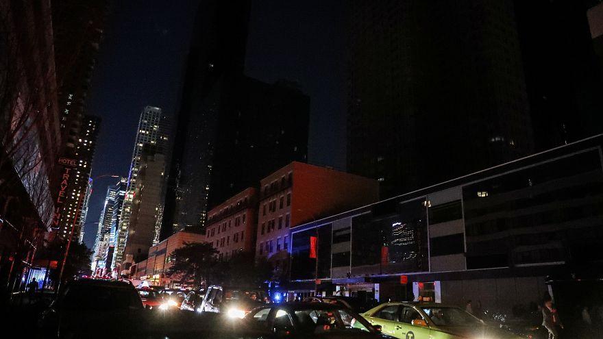 Foto galeri | New York 42 yıl sonra ilk kez elektriksiz kaldı, mega kent karanlığa gömülünce...