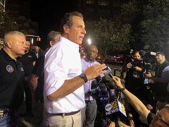 New York Valisi Andrew Cuomo elektrik kesintisi sonrası basına açıklama yaptı.