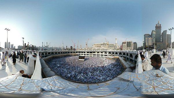 امارات متحده عربی خطاب به قطر: مراسم حج را سیاسی نکنید