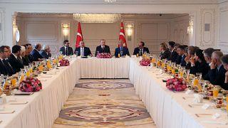 Cumhurbaşkanı Erdoğan, gazete ve televizyon kanallarının genel yayın yönetmenleri ile görüştü