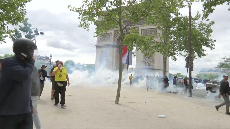 پاریس؛ درگیری پلیس با معترضان در روز ملی فرانسه