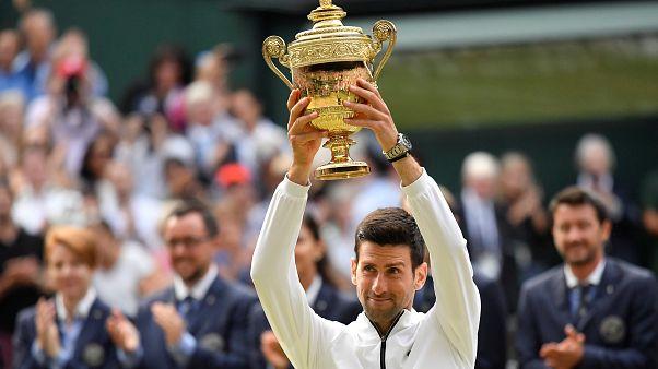 Wimbledon 2019 Tenis Turnuvası'nda Roger Federer'i 3-2 yenen Novak Djokovic şampiyon oldu