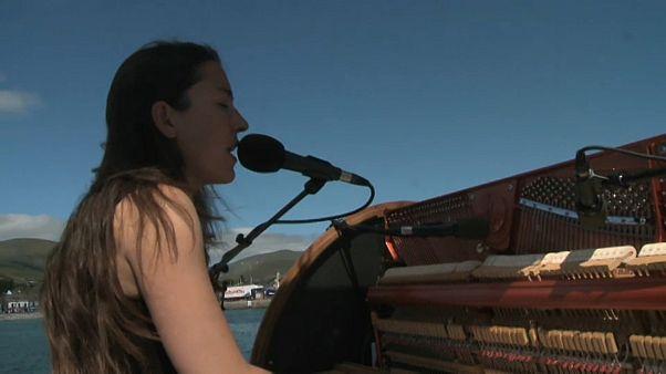 La fantástica mezcla de navegación a vela y música en el proyecto 'Pianocéano'