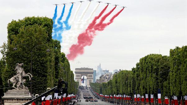 Nationalfeiertag in Frankreich: Raketenmann und Proteste in Paris