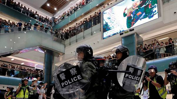 Hong Kong : face-à-face violent entre manifestants et forces de l'ordre