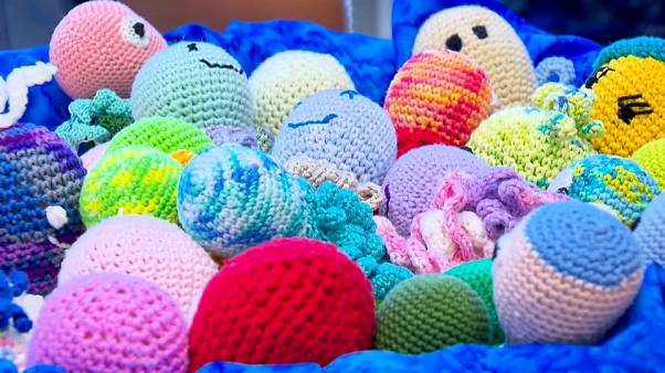 Вязаные игрушки для недоношенных деток