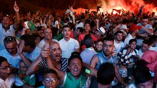 Tifosi dell'Algeria: prima la festa sportiva, poi in Francia.... (Algeri, 14.7.2019)