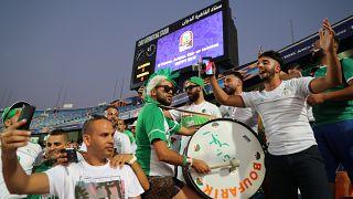 الجزایر با هواپیمای نظامی به بازی فینال تماشاچی میفرستد