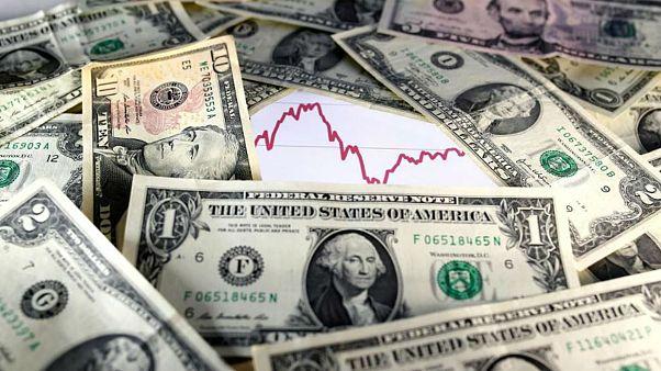بهمن در بازار ارز؛ نرخ دلار چرا کاهش مییابد؟