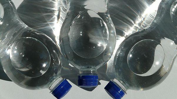 #bottlecapchallenge: Mit dem Fuß die Flasche aufkicken