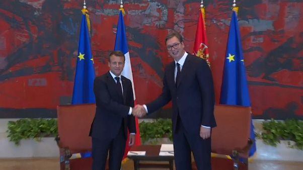 Emmanuel Macron poursuit sa visite dans les Balkans pour apaiser les tensions