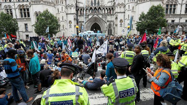 مخاطر تغير المناخ تدفع آلاف النشطاء لإحتلال الساحات في شوارع لندن