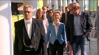 Von der Leyen tenta conquistar eurodeputados