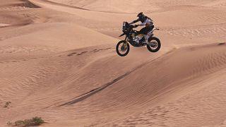 La novena etapa del Silk Way Rally atraviesa las espectaculares dunas de arena del desierto del Gobi