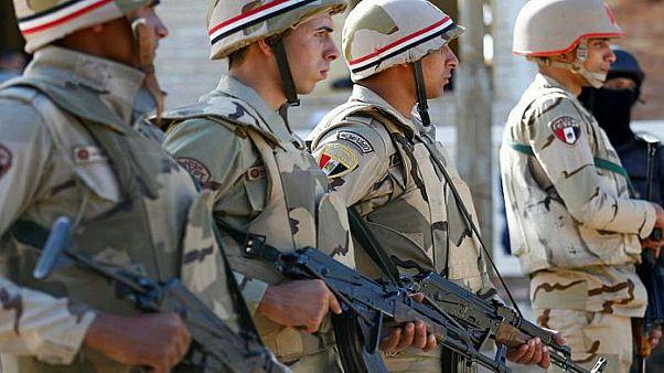 الكويت تسلم مصر ثمانية مطلوبين تقول إنهم على صلة بالإخوان المسلمين
