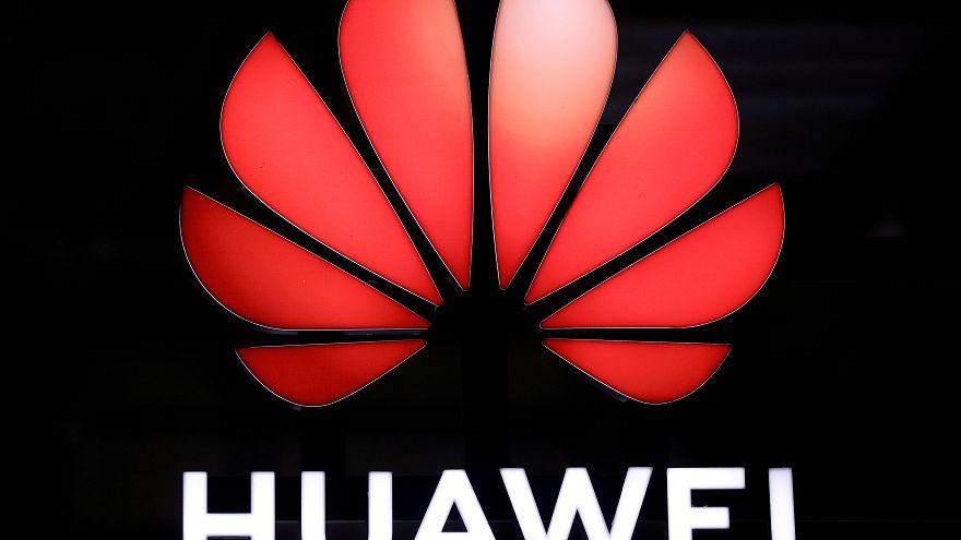 Huawei investe em Itália e despede nos EUA