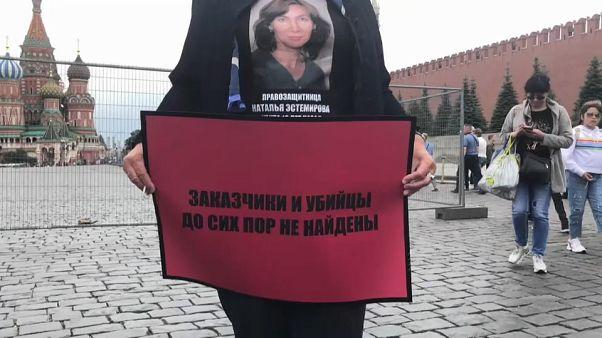 Wer hat Natalja Estemirowa vor 10 Jahren getötet?