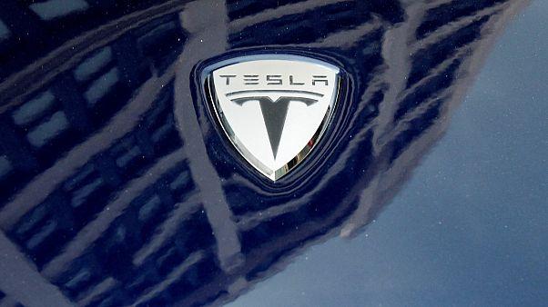 Tesla bazı modellerinde üretimi bırakıp fiyat indirimine gidiyor