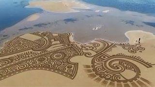 """""""Sand Art"""" - Hypnotisierende Bilder am Strand"""