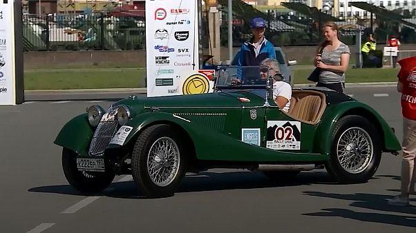 سباق خاص بالسيارت القديمة في روسيا