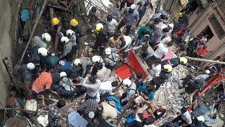 Hindistan'ın Mumbai kentinde bina çöktü