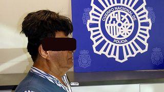 Βαρκελώνη: Έκρυβε μισό κιλό κοκαΐνης στο... περουκίνι του!