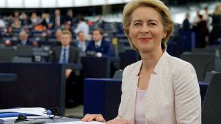 Ursula von der Leyen Avrupa Komisyonu'nun ilk kadın başkanı oldu