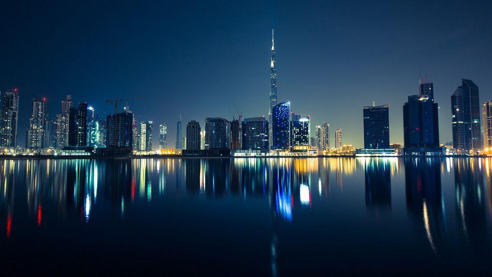 دبي تجرب نظاماً ذكياً جديداً على طرقاتها لفحص طالبي رخص القيادة   Euronews