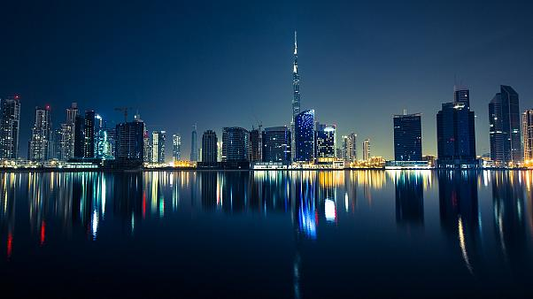 دبي تجرب نظاماً ذكياً جديداً على طرقاتها لفحص طالبي رخص القيادة