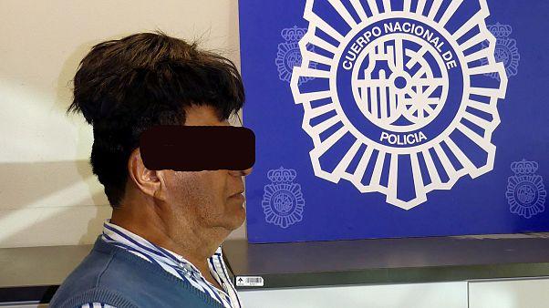 الشرطة الإسبانية تعتقل كولومبياً إتخذ من شعره المستعار خدعة لتهريب الكوكايين