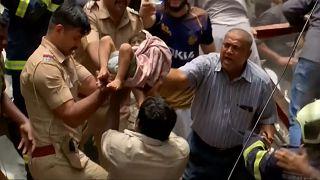 Ινδία: Νεκροί και δεκάδες εγκλωβισμένοι από κατάρρευση κτιρίου