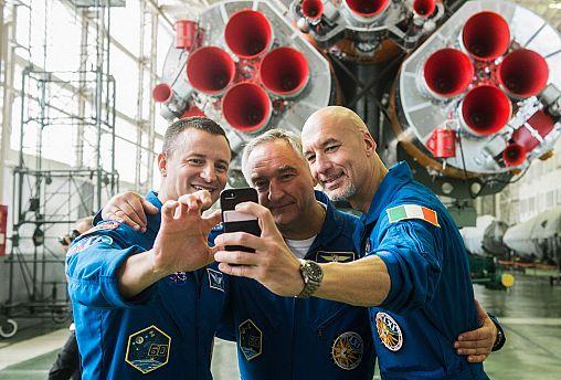 Uzay Günlükleri: Astronotlar ilk uzay uçuşları öncesinde neden otobüsün arka tekerleğine işiyor?