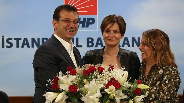 CHP İl Başkanı Canan Kaftancıoğlu (ortada)