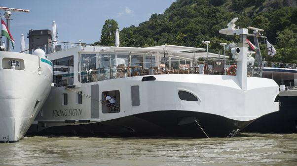 A Viking Sigyn szállodahajó a visegrádi hajóállomáson 2019. június 10-én
