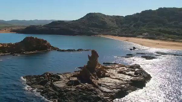 Turistainvázió fenyegeti az érintetlen spanyol szigetet