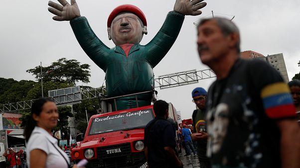 Chavistas y oposición se reúnen para negociar en Barbados