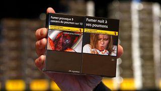 """""""Quello sui pacchetti di sigarette sono io/un parente"""". Ma è davvero così? Come funziona in Europa"""