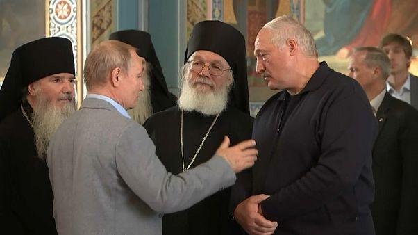 Путин и Лукашенко ушли в монастырь