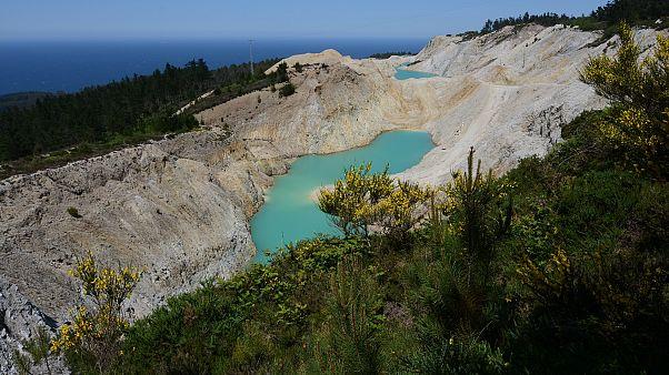 В Испании инстаграмеры облюбовали токсичное озеро, несколько человек госпитализированы