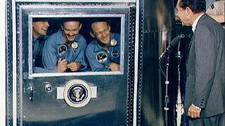 Recibimiento de Nixon a Armstrong, Aldrin y Collins, confinados en cuarentena.