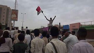 Szudán: megosztja hatalmát a katonai rezsim