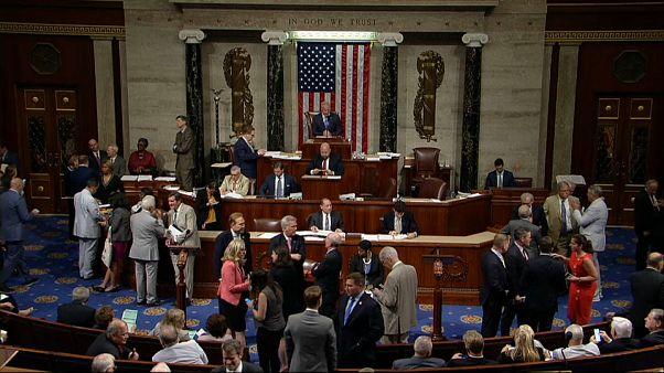 مجلس النواب الأمريكي يصوت على قرارات تمنع بيع ذخيرة أسلحة موجهة للمملكة العربية السعودية ودولة الإمارات